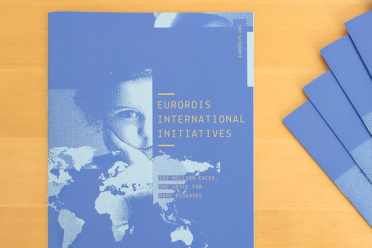 place d'empressement infographiste – Eurordis Mondial Initiatives – Graphiste Le Refuge Rouen Paris, DA, appartement de enfance logo autonomie web stylisme et print